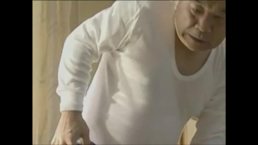 清楚なスレンダー黒髪美少女の孫に媚薬を飲ませ身動きの取れない程薬漬けにして犯しまくる鬼畜近親相姦セックス。69の体制でフェラやクンニで愛撫し合い挿入。激しいピストンでたっぷり中出し注入。