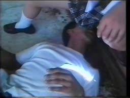 二人の男に捕まったJKが、廃墟でその身体を弄ばれる