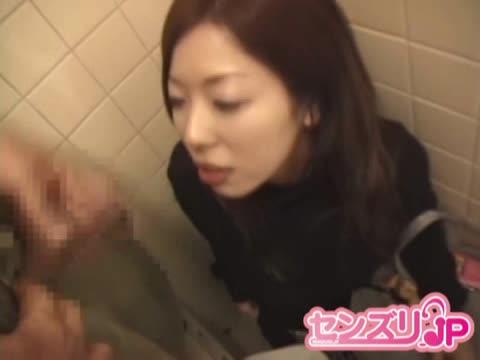 【素人】公衆トイレでオナニー鑑賞♪エッチなアルバイトする美形のお姉さん。